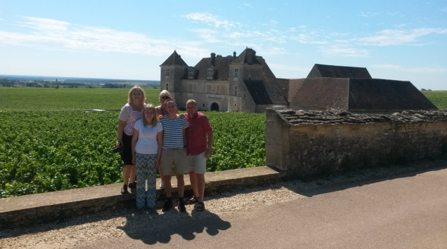 clients-in-front-of-clos-vougeot